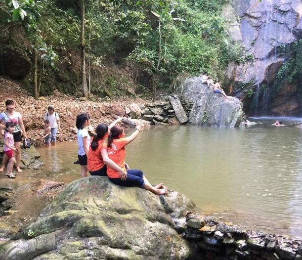 Tránh nóng, hạ nhiệt tại thác Chòi Thanh Sơn, Phú Thọ