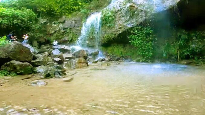 Cảnh đẹp hoang sơ của thác Mơ.