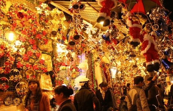 Có rất nhiều đồ trang trí Noel đẹp được bày bán tại khu phố người Hoa (Ảnh ST)