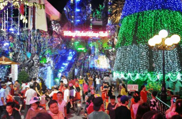 Không khí nhộn nhịp tại xóm đạo Phạm Thế Hiển đón ngày lễ Noel (Ảnh sưu tầm)