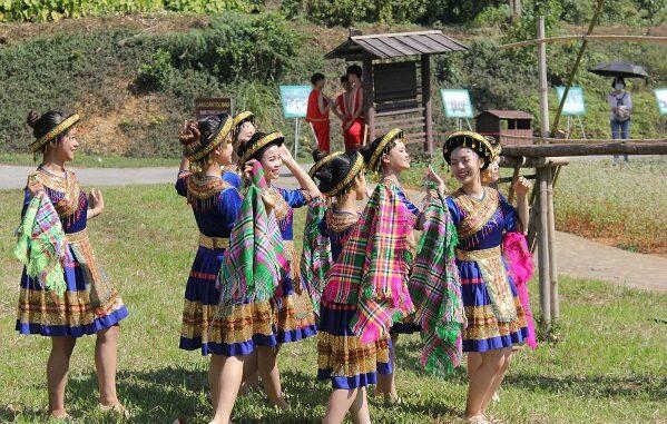 Nhiều hoạt động trải nghiệm tại Làng văn hóa - Du lịch các dân tộc Việt Nam.