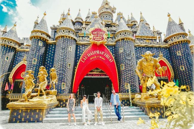 Lâu đài phép thuật ở khu du lịch Suối Tiên