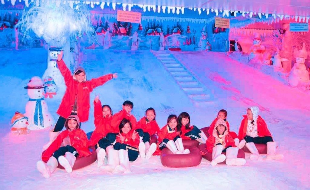 Hình ảnh lâu đài tuyết tại khu du lịch Suối Tiên
